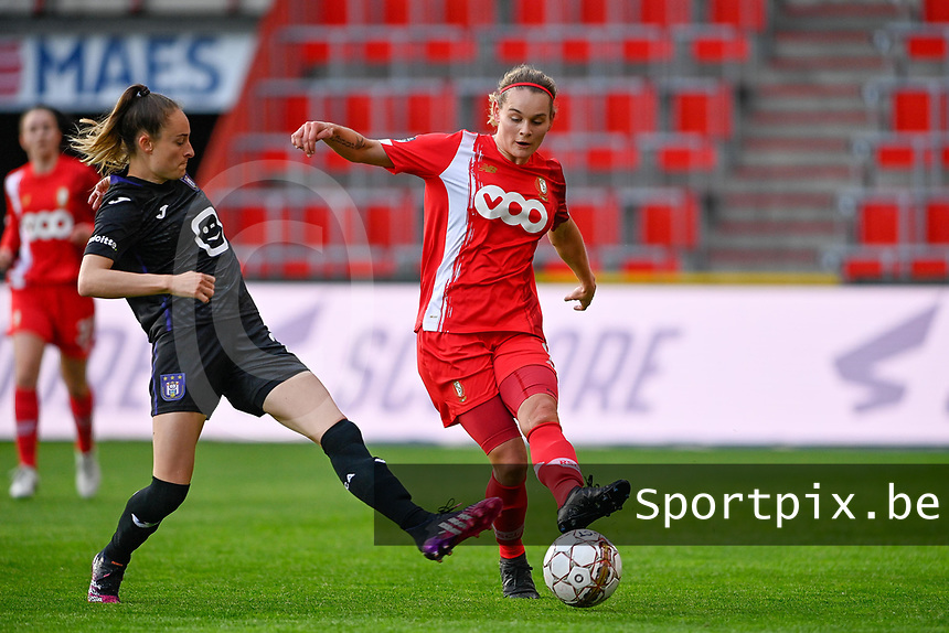 Tessa Wullaert (27) of Anderlecht pictured defending on Sylke Calleeuw (9) of Standard  during a female soccer game between Standard Femina de Liege and RSC Anderlecht on the 8th matchday in play off 1 of the 2020 - 2021 season of Belgian Scooore Womens Super League , tuesday 18 th of May 2021  in Angleur , Belgium . PHOTO SPORTPIX.BE | SPP | DAVID CATRY