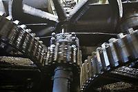 France/DOM/Martinique/Le François: Distillerie du Simon- La Machine à vapeur qui entraine les  moulins