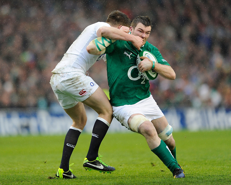 Peter O'Mahoney of Ireland forces his way through Owen Farrell of England during the RBS 6 Nations match between Ireland and England at the Aviva Stadium, Dublin on Sunday 10 February 2013 (Photo by Rob Munro)