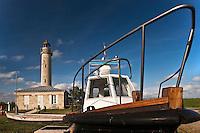 Europe/France/Aquitaine/33/Gironde/Estuaire de la Gironde/Jau: Phare de Richard et bateau pilote