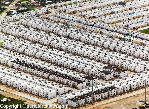 aerial photograph of a residential row housing development in Veracruz,  Mexico | fotografía aérea de una urbanización residencial en hilera en Veracruz, México