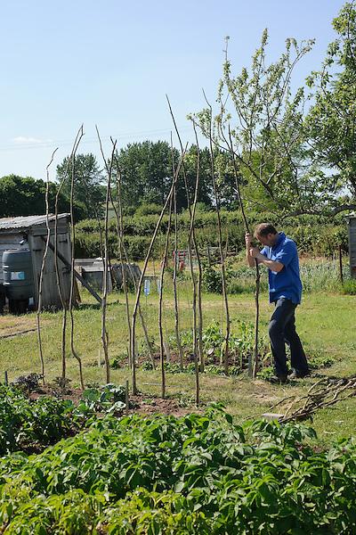 Toby Buckland - Practical Gardening Handbook - Shoot04 (2nd June 2009)