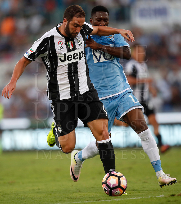 Calcio, Serie A: Lazio vs Juventus. Roma, stadio Olimpico, 27 agosto 2016.<br /> Juventus' Gonzalo Higuain, left, is challenged by Lazio's  Bastos during the Serie A soccer match between Lazio and Juventus, at Rome's Olympic stadium, 27 August 2016. Juventus won 1-0.<br /> UPDATE IMAGES PRESS/Isabella Bonotto