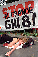 - Genova G8 2001, manifestazioni contro il summit...- Genoa G8 2001, Demonstration against the summit.