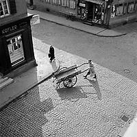 Straßenszene bei Metzgerei Kofler in Bad Nauheim, Deutschland 1930er Jahre. Street scene near Kofler's butcher shop at Bad Nauheim, Germany 1930s.