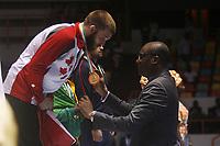 8e Jeux de la Francophonie d'Abidjan 2017 - Finales lutte - Parc des sports de Treichville - Steen du Canada reçois sa médaille OR de la main du ministre Sidy Diallo - Abidjan, Côte d'Ivoire - 24 juillet 2017