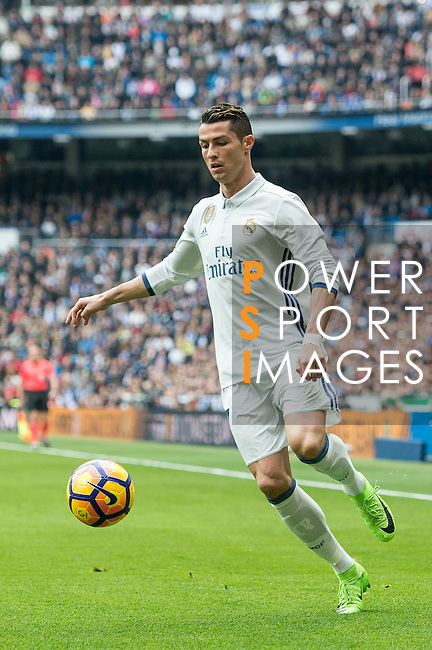 Cristiano Ronaldo of Real Madrid juggles the ball during the match Real Madrid vs RCD Espanyol, a La Liga match at the Santiago Bernabeu Stadium on 18 February 2017 in Madrid, Spain. Photo by Diego Gonzalez Souto / Power Sport Images