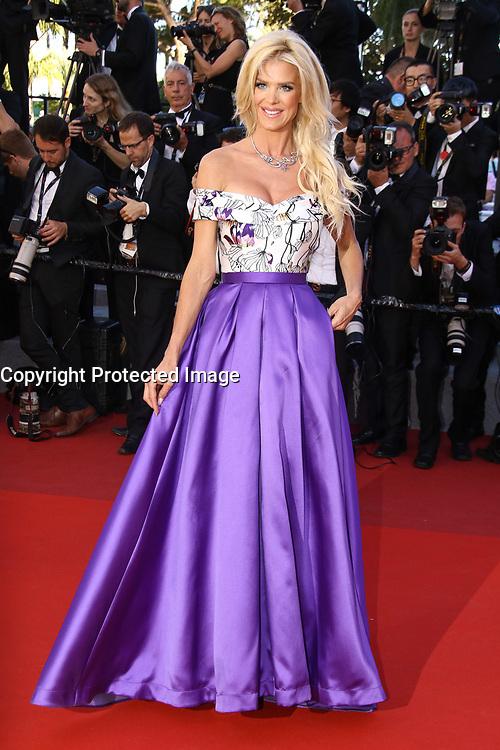 Victoria Silvstedt sur le tapis rouge pour la projection du film en competition OKJA lors du soixante-dixiËme (70Ëme) Festival du Film ‡ Cannes, Palais des Festivals et des Congres, Cannes, Sud de la France, vendredi 19 mai 2017.