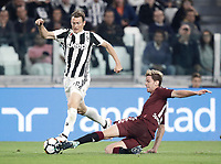 Calcio, Serie A: Torino, Allianz Stadium, 23 settembre 2017. <br /> Juventus' Stephan Lichtsteiner (l) in action with Cristian Ansaldi (r) during the Italian steineSerie A football match between Juventus and Tori0i at Torino's Allianz Stadium, September 23, 2017.<br /> UPDATE IMAGES PRESS/Isabella Bonotto