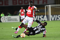 BOGOTÁ-COLOMBIA-18- MARZO-2015. Yamilson Rivera (Izq) jugador de Independiente Santa Fe de Colombia disputa el balón con  Jemerson  (Der) jugador Atletico Mineiro de Brasil , durante partido por la tercera fase, llave G1, de la Copa Bridgestone Libertadores 2015 jugado en el estadio Nemesio Camacho El Campin de la ciudad de Bogotá. /  Yamilson Rivera  (L) player of Independiente Santa Fe of Colombia fights for the ball with  Jemerson (R) player of Atletico Mineiro  during the match for the third phase, G1 key, of the Copa Bridgestone Libertadores 2015 played at Nemesio Camacho El Campin stadium in Bogota city
