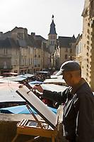 Europe/France/Aquitaine/24/Dordogne/Vallée de la Dordogne/Périgord Noir/Sarlat-la-Canéda: Peintre un jour de marché place de la Liberté, à l'arrière plan la cathédrale Saint Sacerdos [Non destiné à un usage publicitaire - Not intended for an advertising use]