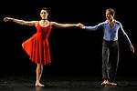 DUETS....Choregraphie : CUNNINGHAM Merce..Mise en scene : CUNNINGHAM Merce..Compositeur : CAGE John..Decor : LANCASTER Mark..Lumiere : LANCASTER Mark SHALLENBERG Christine..Avec :..DESJARDINS Emma..SWINSTON Robert..Lieu : Theatre de la Ville..Ville : Paris..Le : 20 12 2011 © Laurent Paillier / photosdedanse.com<br /> All rights reserved