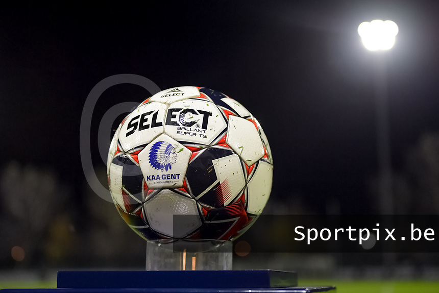 Matchball pictured before a female soccer game between  AA Gent Ladies and Standard Femina de Liege on the 8 th matchday of the 2020 - 2021 season of Belgian Scooore Womens Super League , friday 20 th of November 2020  in Oostakker , Belgium . PHOTO SPORTPIX.BE | SPP | STIJN AUDOOREN