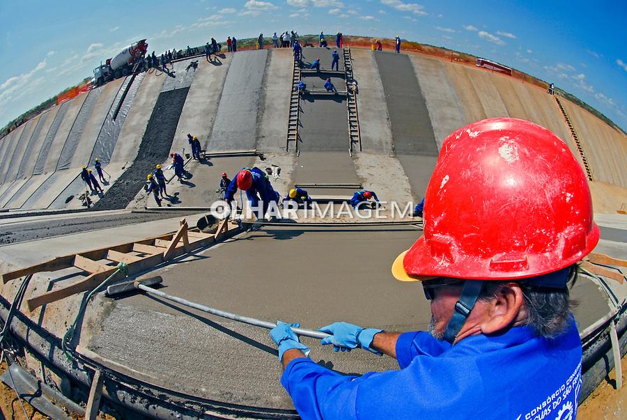 Obras do canal de transposicao do Rio Sao Francisco em Cabrobo. Pernambuco. 2009. Foto de Alexandro Auler.
