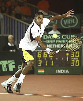 20030919, Zwolle, Davis Cup, NL-India, Prakash Amritraj in his match agains Schalken.