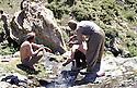 Iran 1982<br /> Life during the armed struggle,shaving head because of lice.<br /> Iran 1982<br /> La vie quotidienne pendant la luttearmée: se raser la tete a cause des poux