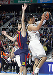 Real Madrid's Gustavo Ayon (r) and FC Barcelona's Alex Abrines during Euroleague match.February 5,2015. (ALTERPHOTOS/Acero)
