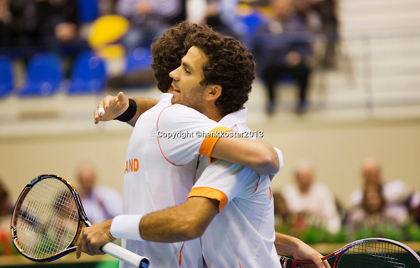 06-04-13, Tennis, Rumania, Brasov, Daviscup, Rumania-Netherlands,The winning poit is made, Holland wins and Jean-Julien Rojer(visble) and Robin Haase jump in each others arms.