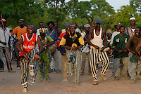 Burkina Faso, Dorf Sesuala bei Pó , Ethnie Kassena , Maenner tanzen / BURKINA FASO , village Sesuala near Pó , ethnic Kassena , men dance a traditional dance