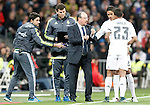 Real Madrid's coach Rafa Benitez (c) and Raphael Varane (2r) and Danilo Luiz da Silva (r) during La Liga match. November 21,2015. (ALTERPHOTOS/Acero)