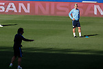 Atletico's Profe Ortega talks to Griezmann during a training session the day before quarterfinal first leg Champions League soccer match against Real Madrid at Vicente Calderon stadium in Madrid, Spain. April 13, 2015. (ALTERPHOTOS/Victor Blanco)