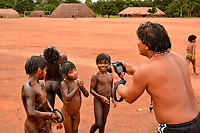 A festa do pequi.<br /><br />Índios Piyulaga durante a festa do pequi no Parque Indígena do Xingu<br />Mato Grosso, Brasil.<br />Foto Dannyel Sá