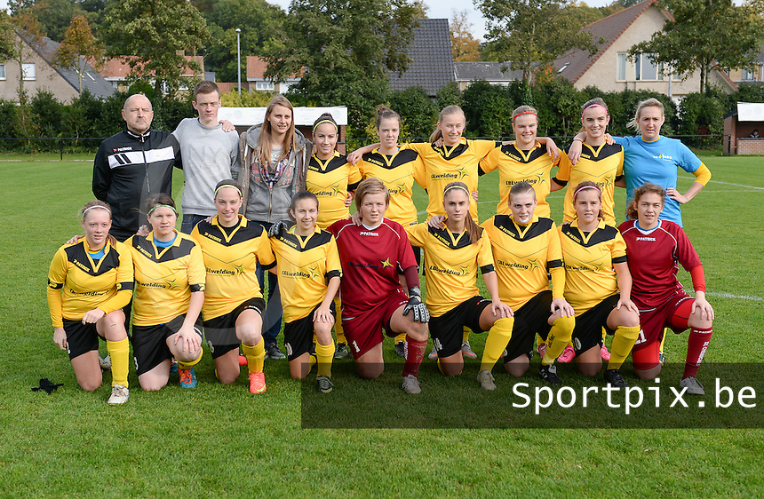 20151024 - ZWEVEZELE , BELGIUM : SK Voorwaarts Zwevele Ladies pictured during a soccer match between the women teams of SKV Zwevezele Ladies and KSOC Maria Ter Heide  , during the eight matchday in the Third League - Derde Nationale season, Saturday 24 October 2015 . PHOTO DAVID CATRY