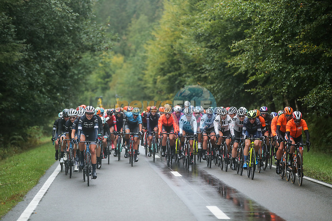 The peloton endure wet conditions during Liege-Bastogne-Liege Femmes 2020, running 135km from Liege to Liege, Belgium. 4th October 2020.<br /> Picture: ASO/Thomas Maheux | Cyclefile<br /> All photos usage must carry mandatory copyright credit (© Cyclefile | ASO/Thomas Maheux)