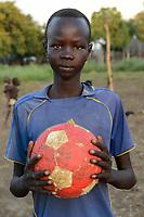 ETHIOPIA, Gambela, Nuer ethnic group, village Pilual, young people play soccer / AETHIOPIEN, Gambela, Region Itang, Dorf Pilual der Ethnie NUER, Fussballplatz im Dorf, Junge Bhan mit Ball