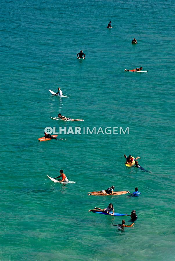 Surfistas na praia do Arpoador. Rio de Janeiro. 2009. Foto de Juca Martins.
