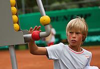 07-08-13, Netherlands, Rotterdam,  TV Victoria, Tennis, NJK 2013, National Junior Tennis Championships 2013, Ole Bredschneijder changing the score<br /> <br /> <br /> Photo: Henk Koster