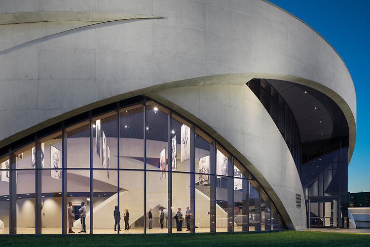 National Veteran's Memorial & Museum | Commissioning Client: Columbus Downtown Development Corporation | Exhibit Designer: Ralph Appelbaum Associates (RAA)