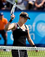 14-06-11, Tennis, Rosmalen, Unicef Open, Kim Clijsters slaat uit frustratie met een verbeten gezicht met haar racket op het net