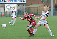 Dames Zulte-Waregem - Telstar : duel tussen Elodie Branquart (links) en Stefanie Van Der Gragt.foto DIRK VUYLSTEKE / Vrouwenteam.be