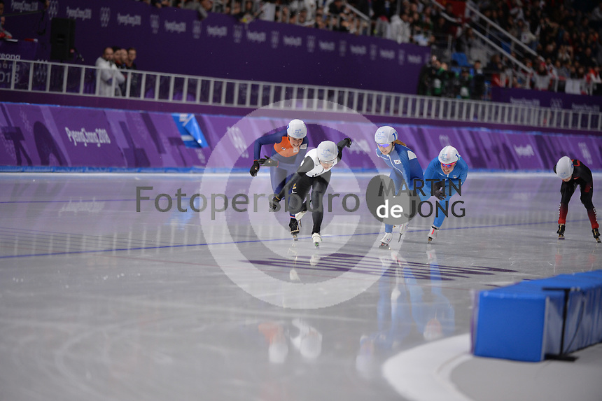 OLYMPIC GAMES: PYEONGCHANG: 24-02-2018, Gangneung Oval, Long Track, Mass Start Ladies, Nana Takagi (JPN), Irene Schouten (NED), Kim Bo-Reum (KOR), ©photo Martin de Jong