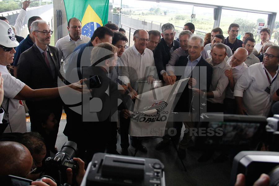 SÃO PAULO, SP, 31.03.2018 - ALCKMIN-SP - O governador de São Paulo Geraldo Alckmin inaugurou, a Linha 13-Jade (Engenheiro Goulart-Aeroporto-Guarulhos) da CPTM, entregando à população 12,2 quilômetros de faixa ferroviária, duas novas estações, três novos bicicletários e uma passarela na Estação Engenheiro Goulart, na zona leste de São Paulo, na manhã deste sábado, 31.(Foto: Nelson Gariba/Brazil Photo Press)