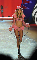 NON EXCLUSIVE PICTURE: MATRIXPICTURES.CO.UK.PLEASE CREDIT ALL USES..UK RIGHTS ONLY..Dutch model Doutzen Kroes is pictured on the runway during the 2012 Victoria's Secret lingerie fashion show, held at New York's Lexington Avenue Armory. ..NOVEMBER 7th 2012..REF: GLK 125134 /NortePhoto