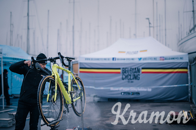 cleaning the bikes<br /> <br /> Men's Junior race<br /> <br /> UCI 2019 Cyclocross World Championships<br /> Bogense / Denmark<br /> <br /> ©kramon