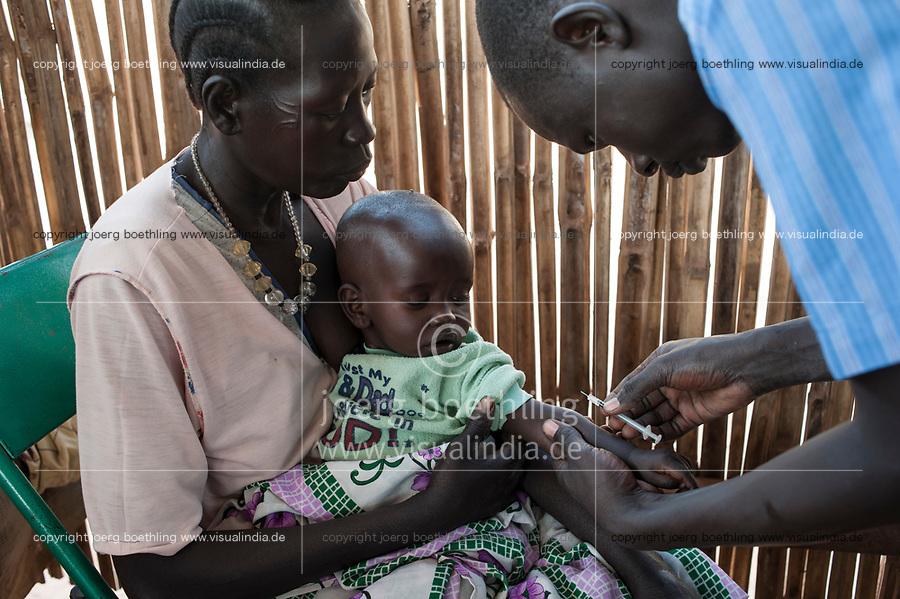 SOUTHERN SUDAN Rumbek , Diakonie health center , children vaccination and immunization / SUEDSUDAN Rumbek , Diakonie Gesundheitsstation , Kinderschutzimpfung und Immunisierung