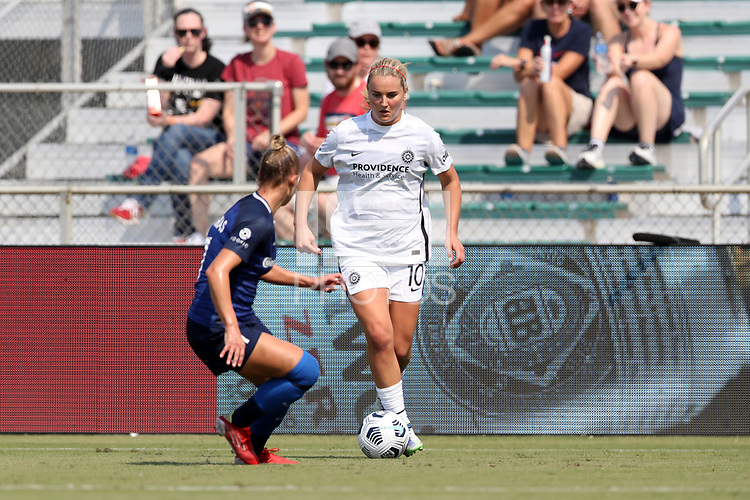 CARY, NC - SEPTEMBER 12: Lindsey Horan #10 of the Portland Thorns FC plays the ball during a game between Portland Thorns FC and North Carolina Courage at Sahlen's Stadium at WakeMed Soccer Park on September 12, 2021 in Cary, North Carolina.