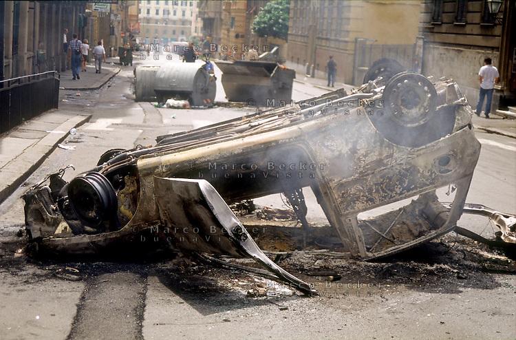 genova luglio 2001, proteste contro il g8. automobile distrutta --- genoa july 2001, protests against g8 summit. destroyed car