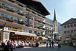 Oesterreich, Salzburger Land, Pongau, Gasteinertal, Kurort Bad Hofgastein: Ortszentrum mit Dorfkirche | Austria, Salzburger Land, Gasteiner Valley, health resort Bad Hofgastein: village centre with church
