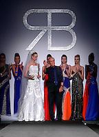 Lo stilista Renato Balestra posa con le sue modelle al termine della presentazione della collezione Primavera Estate 2014 d durante la rassegna Altaroma, a Roma, 26 gennaio 2014.<br /> Italian fashion designer Renato Balestra poses with models after the presentation of the 2014 Spring Summer collection at the Altaroma fashion week in Rome, 26 January 2014.<br /> UPDATE IMAGES PRESS/Isabella Bonotto