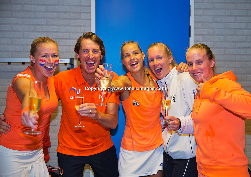 Februari 08, 2015, Apeldoorn, Omnisport, Fed Cup, Netherlands-Slovakia, The winning Dutch team celebrate with champagne,.tlr: Michaella Krajicek,  Captain Paul Haarhuis,  Arantxa Rus, Kiki Bertens and Richel Hogenkamp<br /> <br /> Photo: Tennisimages/Henk Koster