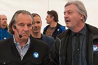 """Verschiedene Verschwoerungstheoretiker und rechte Gruppen versammelten sich am Montag den 21. April 2014 auf dem Potsdamer Platz zu einer sog. Montagsdemonstration unter dem Label """"Friedensbewegung 2.0"""". Zu der """"Manhwache"""" kamen weit ueber 1.00 Menschen.<br /> Die Macher der Montagsdemo-Mahnwachen sehen sich selber als eine """"Buergerbewegung fuer den Frieden, mit demokratischer demokratischer Gesinnung"""". In Redebeitraegen wird gegen das internationale Finanzkapital, namentlich festgemacht an dem Boersenspekulanten Georg Soros oder der Familie Rothschild, gewettert. Laut dem Organisator ist die US-Notenbank FED fuer die Kriege der letzten 100 Jahre verantwortlich.<br /> Unter den Teilnehmern der Demonstration befanden sich der Berliner NPD-Vorsitzende Sebastian Schmidtke mit Anhang und auch die rechten """"Reichsbuerger"""" die Deutschland als Staat ablehnen und das Deutsche Reich zurueck wollen.<br /> Kritiker der Veranstaltung bezeichnen die Veranstaltung als sog. """"Querfrontstrategie"""" bei der Rechte versuchen linke Themen zu besetzen ohne dass die Menschen bemerken, dass die Veranstalter Rechte sind.<br /> Im Bild links: Andreas Popp, Unternehmer; Rechts: Juergen Elsaesser, Herausgeber des rechten Querfront-Magazin Compact.<br /> 21.4.2014, Berlin<br /> Copyright: Christian-Ditsch.de<br /> [Inhaltsveraendernde Manipulation des Fotos nur nach ausdruecklicher Genehmigung des Fotografen. Vereinbarungen ueber Abtretung von Persoenlichkeitsrechten/Model Release der abgebildeten Person/Personen liegen nicht vor. NO MODEL RELEASE! Don't publish without copyright Christian-Ditsch.de, Veroeffentlichung nur mit Fotografennennung, sowie gegen Honorar, MwSt. und Beleg. Konto:, I N G - D i B a, IBAN DE58500105175400192269, BIC INGDDEFFXXX, Kontakt: post@christian-ditsch.de<br /> Urhebervermerk wird gemaess Paragraph 13 UHG verlangt.]"""