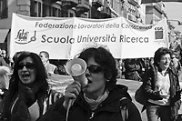 Milano, manifestazione contro i tagli previsti dalla riforma dell'istruzione. CGIL FLC --- Milan, demonstration against the spending cut provided by the school reform