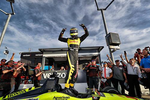 Verizon P1 pole award winner Sébastien Bourdais, Dale Coyne Racing with Vasser-Sullivan Honda