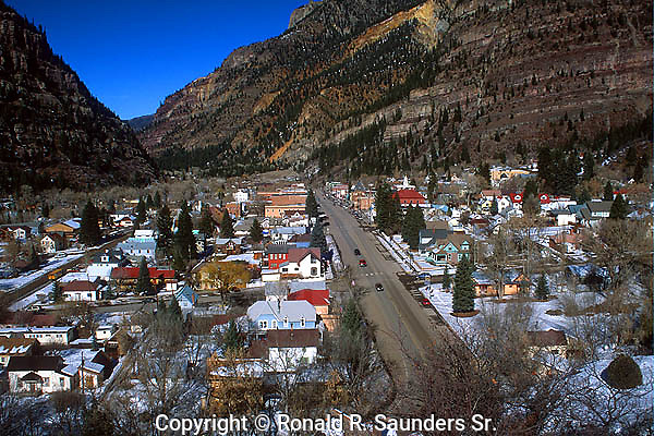 QUAINT COLORADO TOWN SITS IN VALLEY