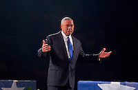 General Colin Powell speaking lecture to large crowd during Motivational Seminar from Peter Lowe FOR EDITORIAL ONL