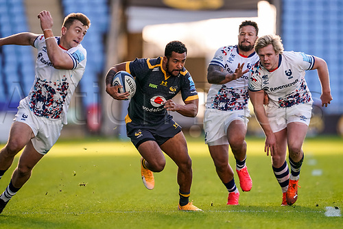 22nd November 2020; Ricoh Arena, Coventry, West Midlands, England; English Premiership Rugby, Wasps versus Bristol Bears; Zach Kibirige of Wasps tries to find space as he runs between defenders